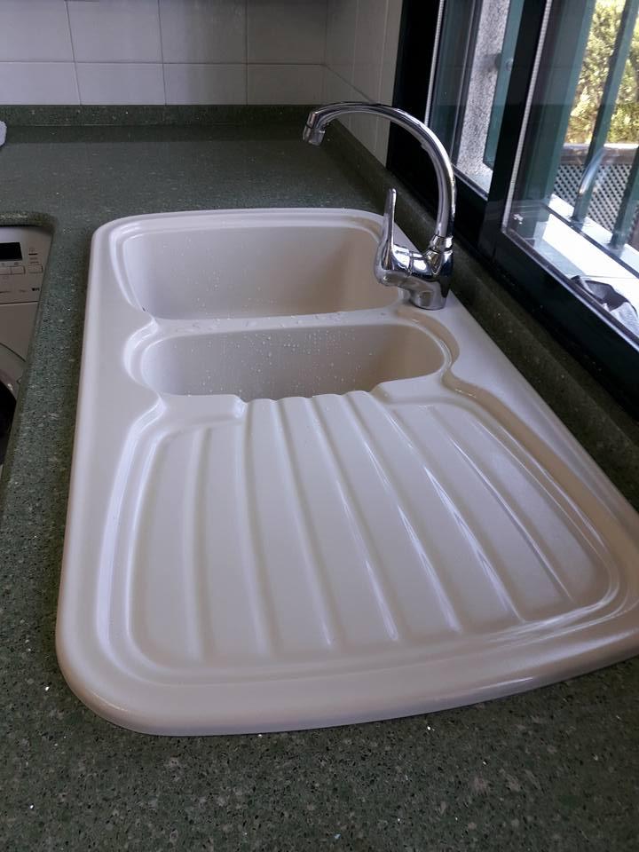 Instalación de fregadero en casa